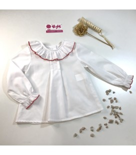 Blusa blanca de popelin con remate en rojo